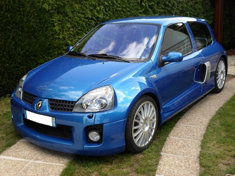 clio-v6-bleue